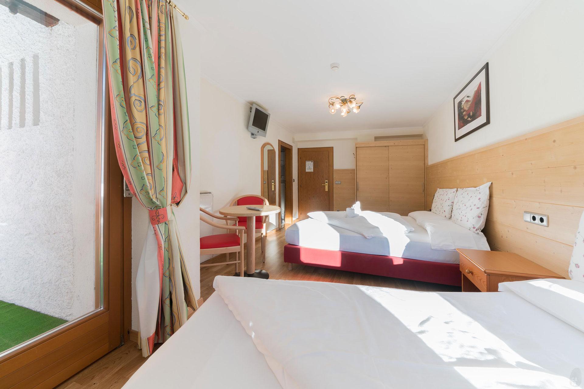 Zimmer hotel wolkenstein dolomiten hotel solaia for Zimmer hotel